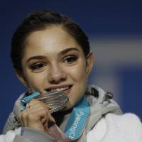 Evgenia Medvedeva leaving curent mentor to train with Brian Orser