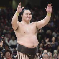 Yokozuna Hakuho returns to competition at the Summer Basho after being sidelined with a toe injury. | KYODO