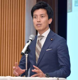 Fumiaki Kobayashi, concurrently serving as the parliamentary vice-minister for Internal Affairs and Communications, and the Cabinet Office, speaks at the beginning of the symposium in Tokyo on May 16. YOSHIAKI MIURA