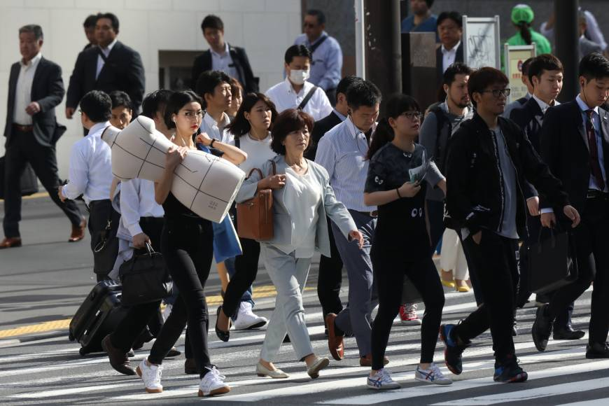 Many Japanese firms turning to one-day internships to secure new grads