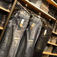 The European Union responded to U.S. tariffs on steel and aluminium by slapping levies on politically resonant products, including Levi Strauss & Co. jeans.   AFP-JIJI