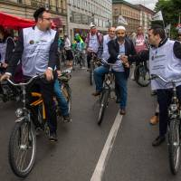 Jews and Muslims team up on Berlin bike rides against hatred amid rising anti-Semitism