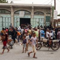 Civilians flee as Arab coalition bombards Houthi-held Yemen port of Hodeida
