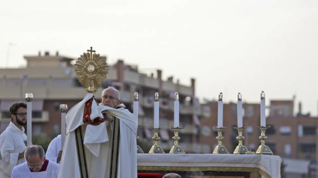 Pope urges in Mafia-infested Rome suburb to break away from 'moorings of fear'