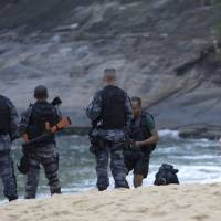 Six bodies found on shore near Rio's Sugarloaf Mountain after firefight between police and drug gang