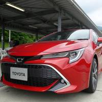 Toyota's new Corolla Sport is unveiled to the media at Fuji International Speedway in Shizuoka Prefecture on May 29. | SHUSUKE MURAI