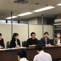 Tokyo District Court holds first hearing on expats' right to vote on Supreme Court justices