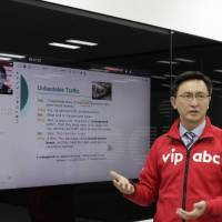ITutorGroup CEO Eric Yang explains vipabc, his company's English language learning platform in Japan. | ITUTOR