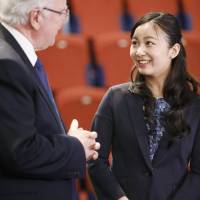 Princess Kako talks with University of Leeds vice-chancellor Alan Langlands in Leeds, England, on Monday, as she prepares to return to Japan after completing a year as an exchange student.   KYODO