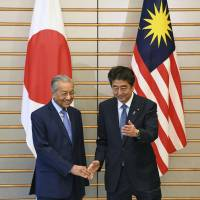 Abe and Mahathir agree to cooperate in addressing North Korea issues
