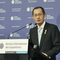 Shinya Yamanaka makes a speech during the Japanese delegation's presentation at the general assembly of the Bureau International des Expositions in Paris on Wednesday. | KYODO