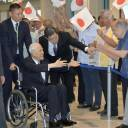 Former Taiwan President Lee Teng-hui is welcomed at Naha airport in Okinawa on Friday. He is there to pay tribute to Taiwanese killed in the 1945 Battle of Okinawa.