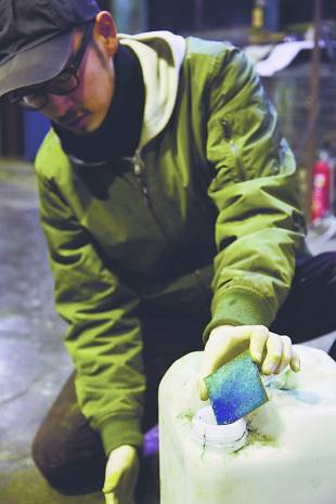 A worker exposes copper to ammonia at Momentum Factory Orii.