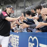 Marines pitcher Mike Bolsinger gets NPB career off to roaring start