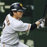 The Giants' Hisayoshi Chono went 3-for-4 in Friday's game against the Swallows. | KYODO