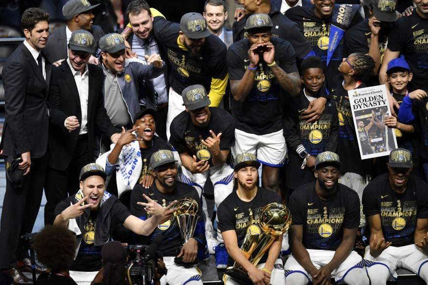 Warriors sweep Cavs to repeat