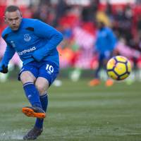 Everton's Wayne Rooney on verge of finalizing deal to join DC United