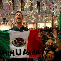 Mexico's fans celebrate the victory of their team after the 1-0 match with Germany. | REUTERS