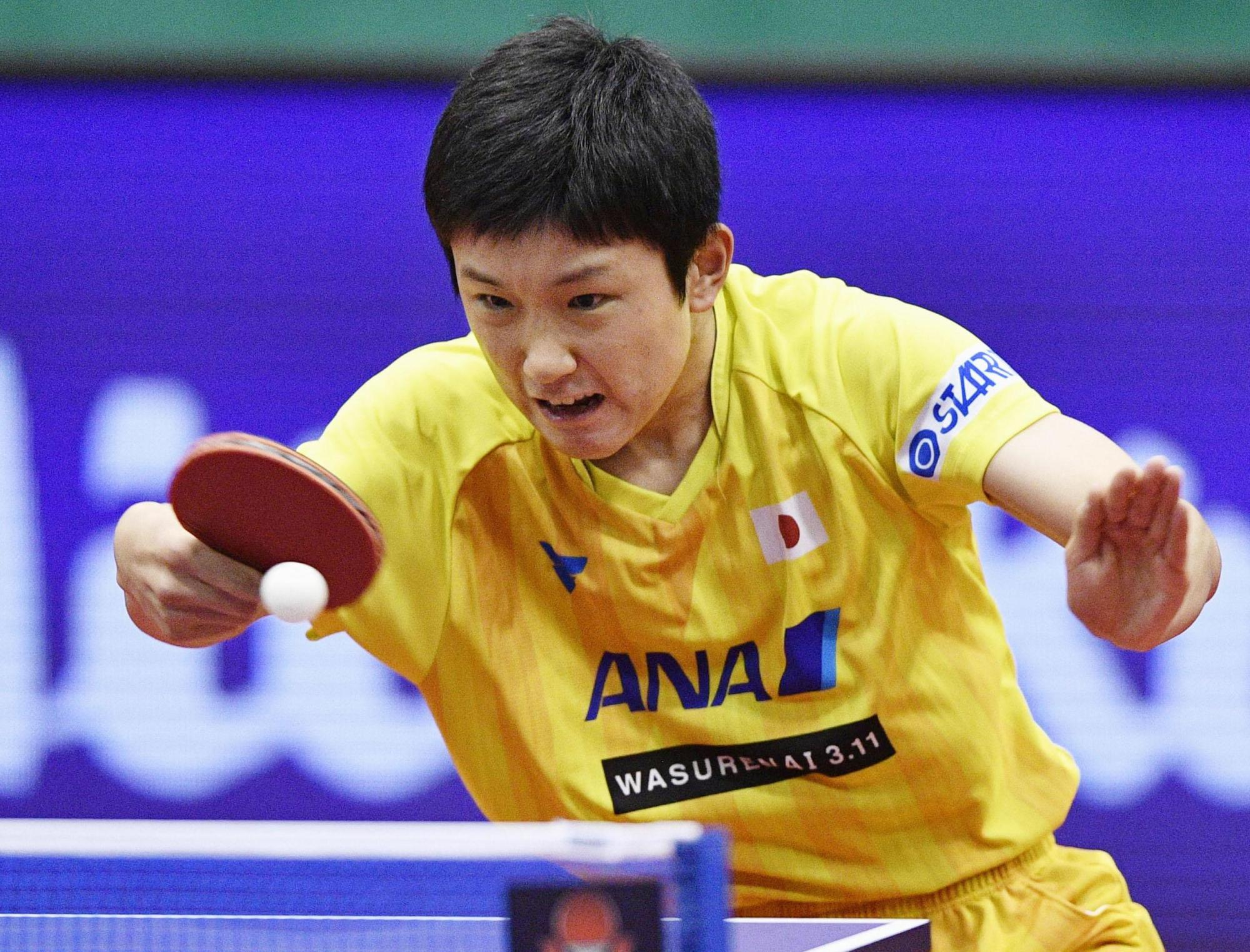 Tomokazu Harimoto competes against two-time Olympic champion Ma Long of China on Saturday in the Japan Open quarterfinals in Kitakyushu. Harimoto won 11-8, 11-9, 11-7, 3-11, 2-11, 11-6.   KYODO