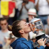Simona Halep tops Sloane Stephens in French Open final to capture first Grand Slam title