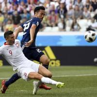 Japan defender Maya Yoshida (right), seen in action against Poland in a Group H match on Thursday, is preparing to face Belgium on Monday in the round of 16. | AFP-JIJI