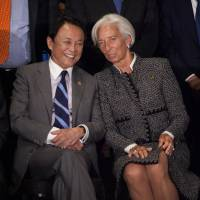 Finance Minister Taro Aso (center left) speaks with Christine Lagarde, managing director of the International Monetary Fund (center right), during the G20 finance ministers and central bankers meetings in Buenos Aires, Argentina, on Saturday. | BLOOMBERG