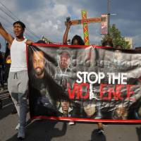 Chicago activist demands all body camera footage from police shooting of black man
