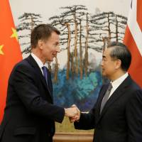 China tempts Britain with free trade deal, says door to U.S. talks open