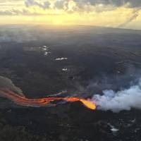 Lava from Kilauea 'collapse explosion' destroys evacuated Hawaiian structures