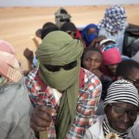 Hundreds of African migrants 'abandoned' in desert: Niger official