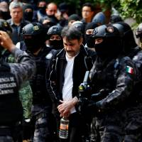 Mexico extradites key lieutenant of drug kingpin 'El Chapo' to U.S.