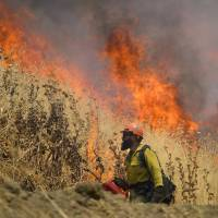 Gusts hamper battle against Northern California wildfire; Dane held for allegedly starting Colorado counterpart