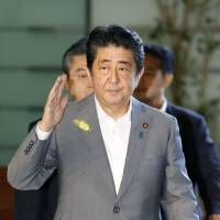 Abe will travel to Europe and Middle East next week, ink free trade pact with EU