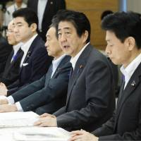 Abe to throw hat into LDP presidential race next month