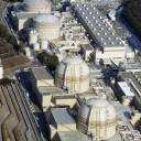 The Nuclear Regulation Authority on Wednesday granted approval for a plan to use nuclear fuel from the Oi power plant's decommissioned No. 1 and 2 reactors (rear) in the No. 3 and 4 reactors.