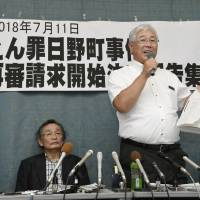 Koji Sakahara (second from right), the 57-year-old son of Hiromu Sakahara, who was convicted of murder but died in 2011, speaks in Otsu on Wednesday following the district court's retrial order. | KYODO