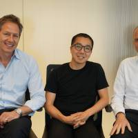 Uzabase co-founder Yusuke Umeda (center) poses with Quartz LLC Publisher and President Jay Lauf (left) and editor-in-chief and President Kevin J. Delaney in New York in June. COURTESY OF UZABASE Inc.