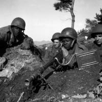 U.S. soldiers in action near South Korea's Ch'ongch'on River in November 1950. | PUBLIC DOMAIN