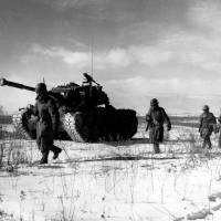 U.S. troops move through Chinese lines during their breakout from the Chosin Reservoir in South Korea. | PUBLIC DOMAIN