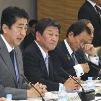 Prime Minister Shinzo Abe addresses the June 15 meeting of the government's Council on Economic and Fiscal Policy at the Prime Minister's Office. That day the Cabinet approved the outline of the government's economic policies. | KYODO