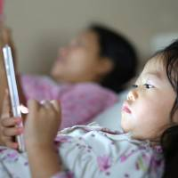 60% of families in Japan use smartphones during family time