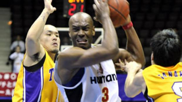 Former UCLA, Japan pro basketball player Billy Knight dies in suicide after abuse charges