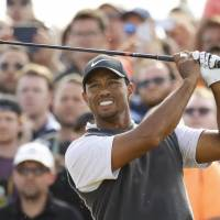 Tiger causes frenzy with third-round charge at British Open
