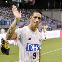 Sagan's Fernando Torres waves to fans following the team's 1-0 loss to Vegalta on Sunday. | KYODO