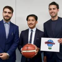 Former Los Angeles Laker Sasha Vujacic (right), Saga Ballooners president Teppei Takehara (center), and Ballooners player/head coach Al Bjekovic pose for photos at the B. League office in Tokyo on Wednesday. Vujacic serves as the new club's ambassador. | KAZ NAGATSUKA