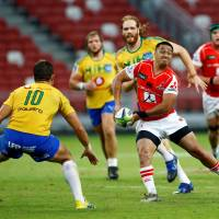 The Sunwolves' Jason Emery looks to pass against the Bulls in Singapore on Saturday night. | REUTERS