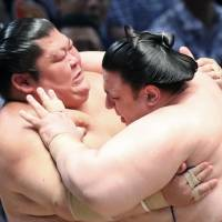 Hot reception awaits sumo competitors in Nagoya