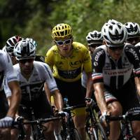 Geraint Thomas keeps yellow jersey as Tour de France heads to Pyrenees