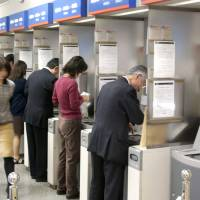 Plight of 'Mizuho refugees' stirs debate on banking services in Japan