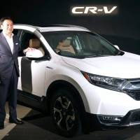 Prompted by growing popularity of sport utility vehicles in Japan, Honda Motor Co. is reintroducing the CR-V series to the Japanese market. | KYODO
